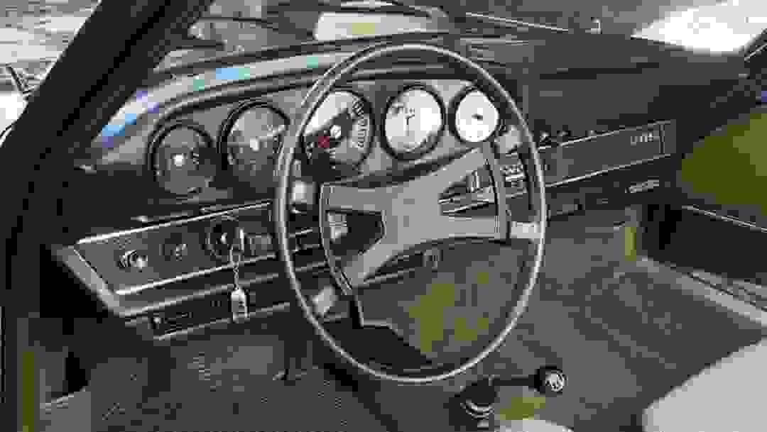 Porsche 911 S interior